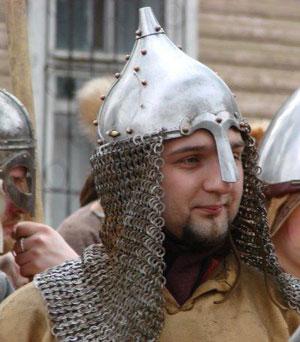 Хазарский воин в шлеме из Оскола