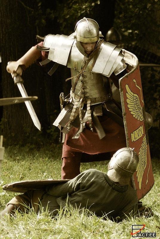 римский легионер и гладиус
