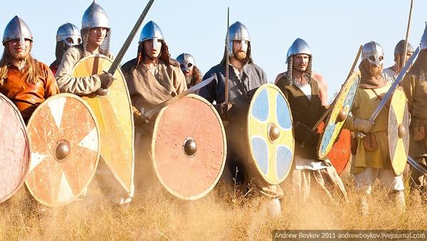 Воин и каролингский меч