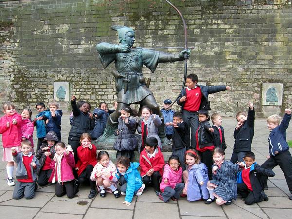 Памятник Робин Гуду в Ноттингемском замке