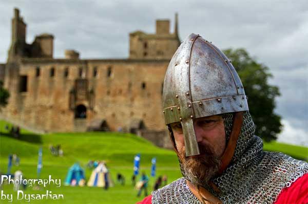рыцари-крестоносцы собираются в поход