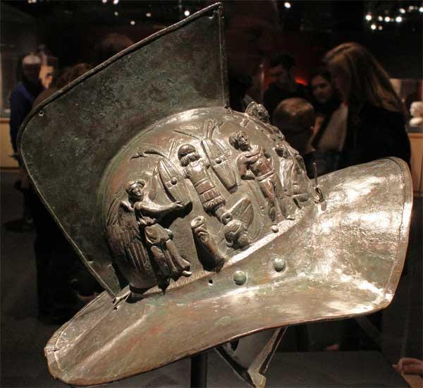 шлем гладиатора справа