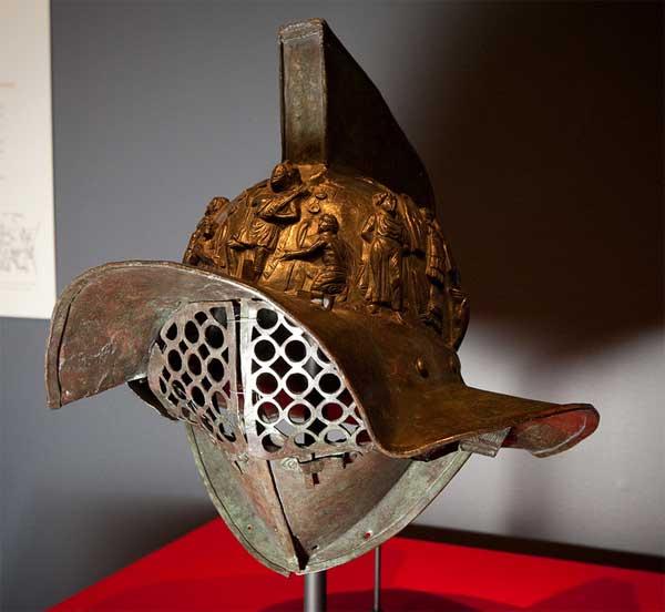 шлем гладиатора в музее