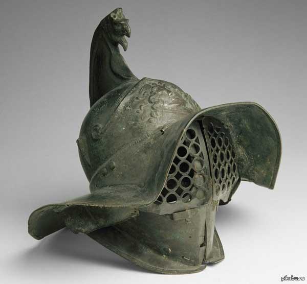 Шлем гладиатора с гребнем-грифоном