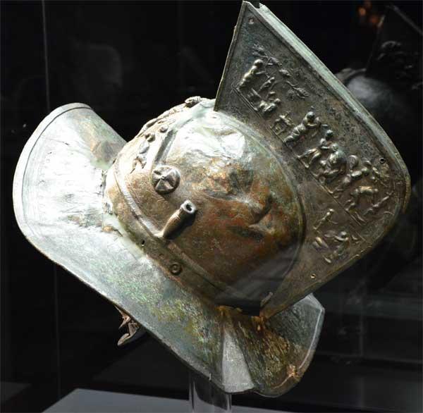 Шлем гладиатора - вмятины