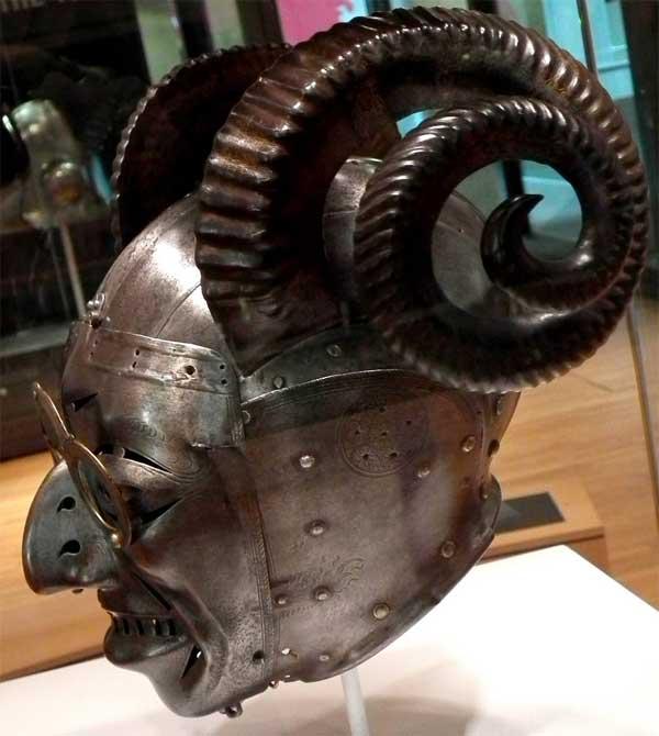 Рогатый шлем короля Генриха VIII_002