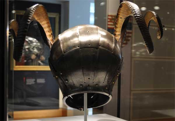 Рогатый шлем короля Генриха VIII_005