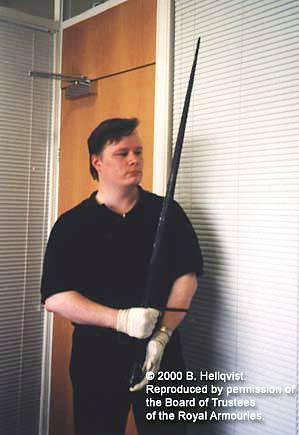 меч тип XVII_в руках
