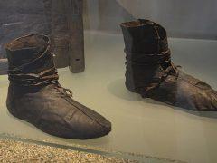 Как ухаживать за исторической обувью?