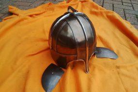 Железный шлем с вепрем из Нортгемптоншира