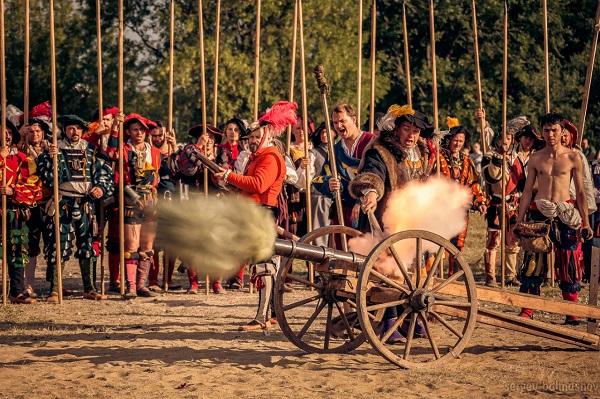 Выстрел из средневековой пушки